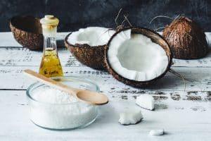 huile de noix de coco et noix de coco pure