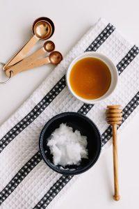1. Masque cheveux miel huile de coco